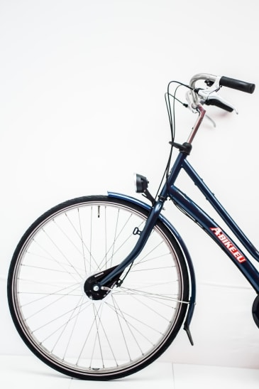 Rent a city bike with CST puncture tires